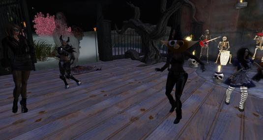 Nirvana, Sarah, Argi and Fae at Halloween