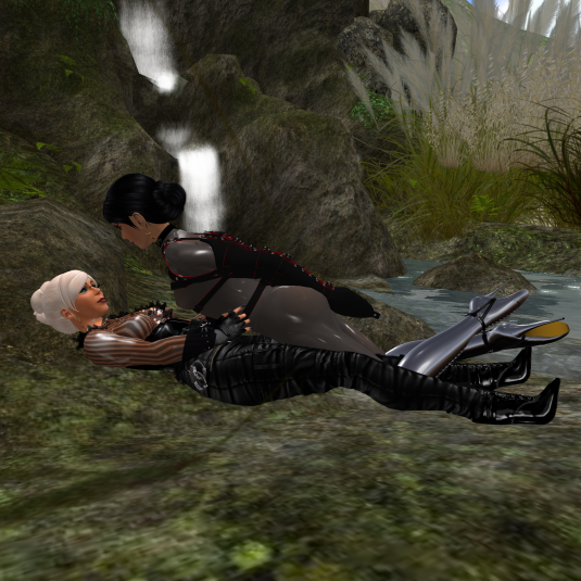 Dio and Ehesklavin Jenny at home cuddling at Angel Falls