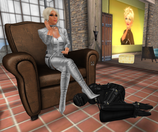 slave Nina in her subsuit at Dio's feet (picture by Nina)