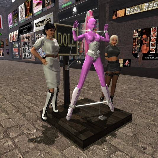 Jan 30th: Our living latex doll slave Nina exposed at Lochme between Mistress Jenny and Diomita