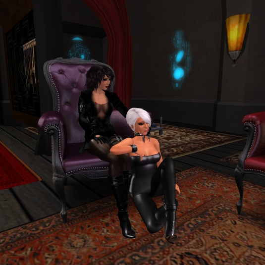 March 8th: Mistress Jenny chilling with Diomita at club DeLust