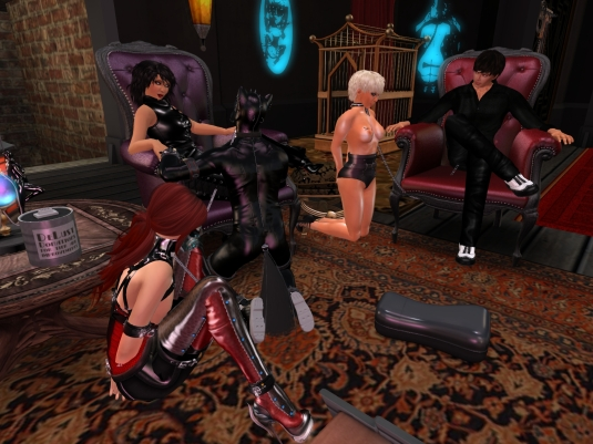 Mistress Jenny spending a relaxed night at club DeLust
