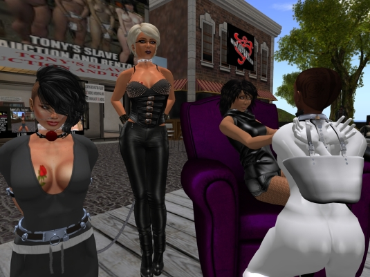 May 4th: sklavin Gebby, Diomita, Mistress Jenny and slave Flo at Puerto Esclava.