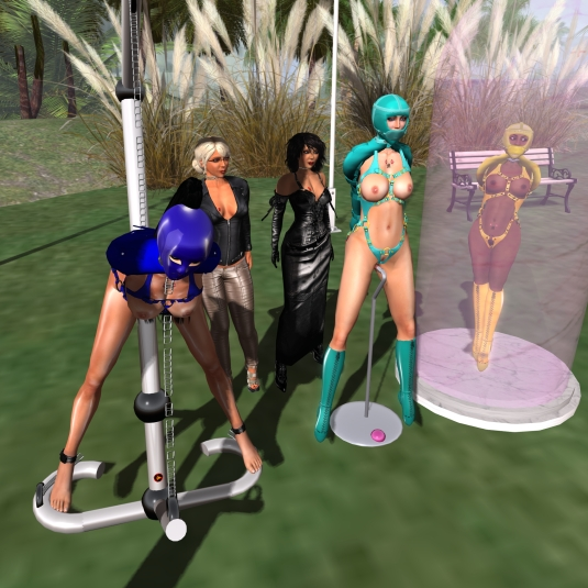 August 11th: slaves Adarra, cecy and Flo at home with Mistress Jenny and Diomita