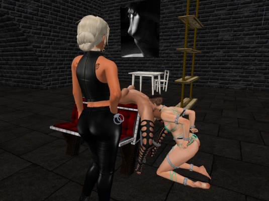 September 27th: slave L licked by slave cecy