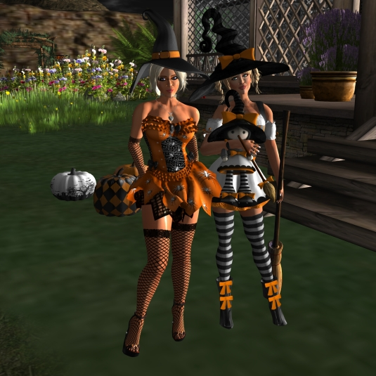 Ocotber 28th: Diomita and Angelique Maurer, ready for the Halloween party